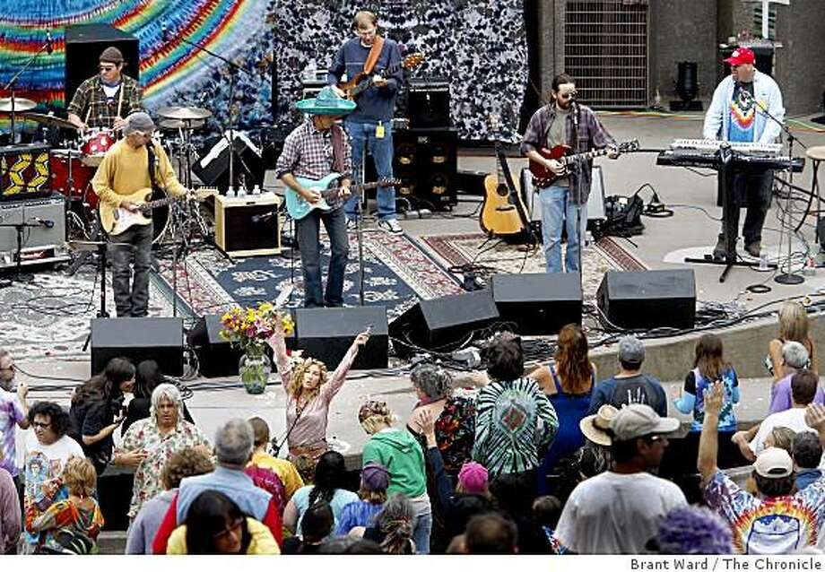 "There was dancing in the aisles when the band Workingmlan's Ed hit the stage during the sixth annual ""Jerry Day"" event at McLaren Park in San Francisco, Calif. on Sunday, August 3, 2008. Hundreds gathered to celebrate Jerry Garcia at the Jerry Garcia amphitheater. Photo: Brant Ward, The Chronicle"