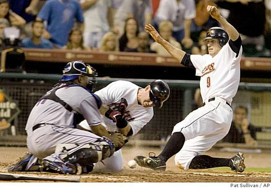 Houston Astros' Hunter Pence (9) and Mark Loretta, center, score to tie up the game as New York Mets catcher Ramon Castro (11) loses the ball in the ninth inning of a baseball game Saturday, Aug. 2, 2008, in Houston. The Astros went on to win 5-4 in 10 innings. (AP Photo/Pat Sullivan) Photo: Pat Sullivan, AP