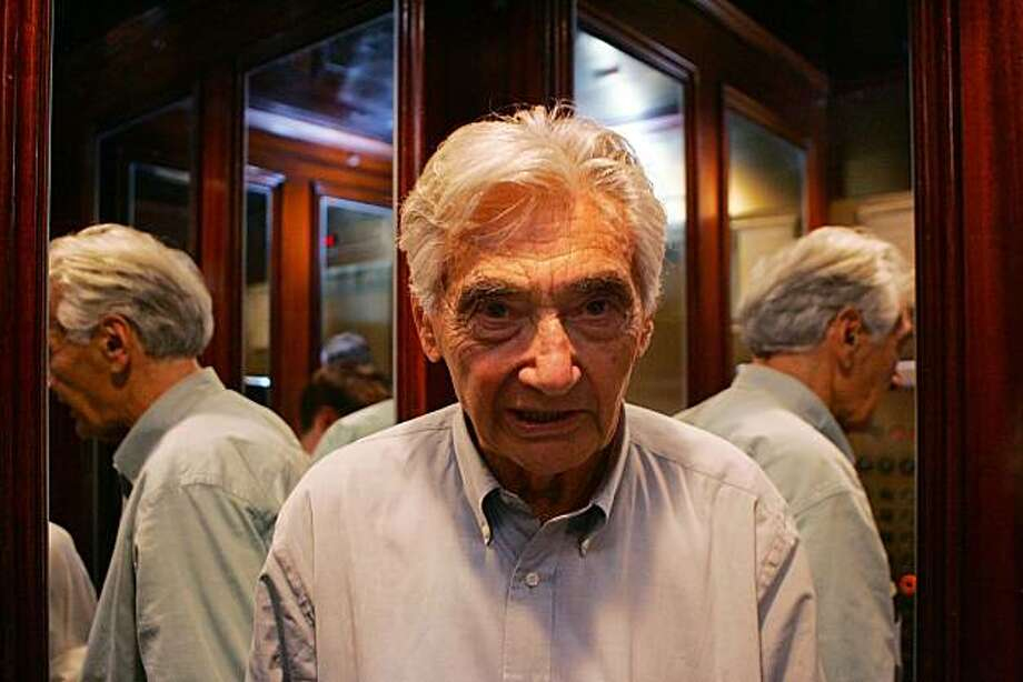"""FILE - This 2006 picture shows Howard Zinn in New York. Zinn, an author, teacher and political activist whose leftist """"A People's History of the United States"""" sold millions of copies to become an alternative to mainstream texts and a favorite of such celebrities as Bruce Springsteen and Ben Affleck, died Wednesday, Jan. 27, 2010. He was 87. Photo: Dima Gavrysh, AP"""