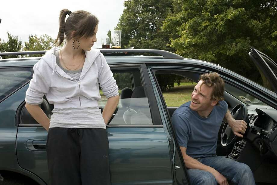 Katie Jarvis as Mia and Michael Fassbender as Connor in FISH TANK directed by Andrea Arnold Photo: Holly Horner, IFC Films