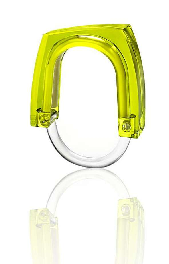 Kontextur Neon Squared shower curtain ring in green concentrate Photo: Kontextur