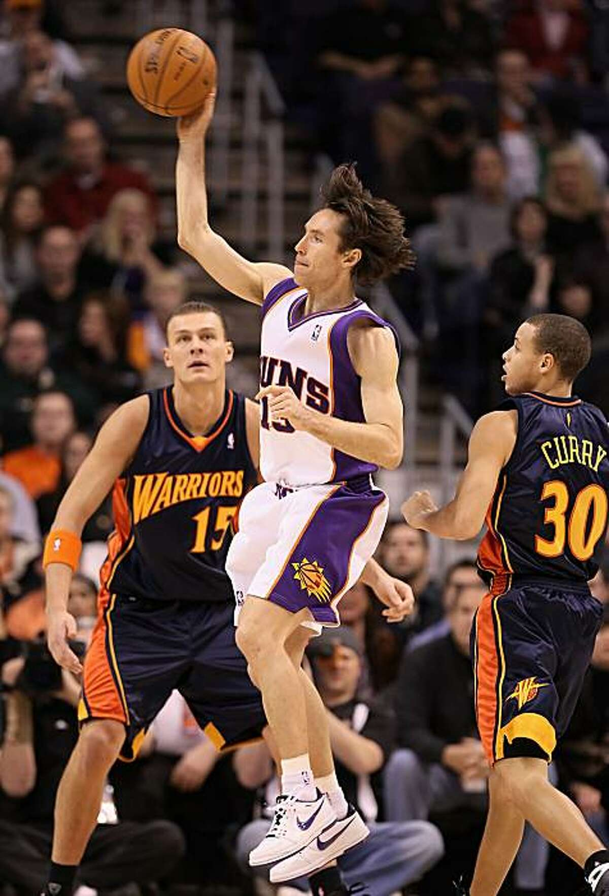 Steve Nash of the Phoenix Suns passes the ball against the Golden State Warriors on Saturday in Phoenix.