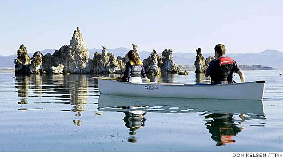 Outdoor instructor Becky Clough and Geoffrey McQuilkin, executive director of the Mono Lake Committee, canoe near the tufa formations. Illustrates CALIF-MONOLAKE (category a) by Louis Sahagun (c) 2008, Los Angeles Times. Moved Monday, July 28, 2008. (MUST CREDIT: Los Angeles Times photo by Don Kelsen.) Photo: DON KELSEN, TPN