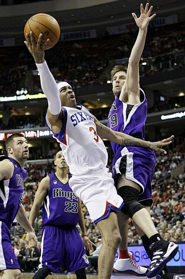 Philadelphia 76ers' Allen Iverson, center, drives to the basket between Sacramento Kings' Beno Udrih, right, of Slovenia, and Jon Brockman in the second half of an NBA basketball game, Friday, Jan. 15, 2010, in Philadelphia. Philadelphia won 98-86. Photo: Matt Slocum, AP