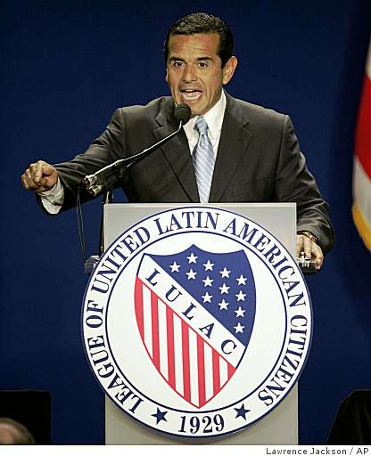 Los Angeles Mayor Antonio Villaraigosa gestures prior to introducing Democratic presidential candidate Sen. Barack Obama, D-Ill., Tuesday, July 8, 2008, at the League of United Latin American Citizens in Washington. (AP Photo/Lawrence Jackson)