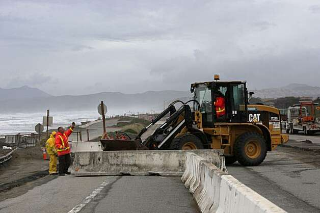 Work crews place barricades along the Great Highway  in San Francisco, Calif. on Wednesday, January 20, 2010. Southbound lanes of the Great Highway between Sloat Boulevard and Skyline Boulevard was closed due to the erosion. Photo: Lea Suzuki, The Chronicle