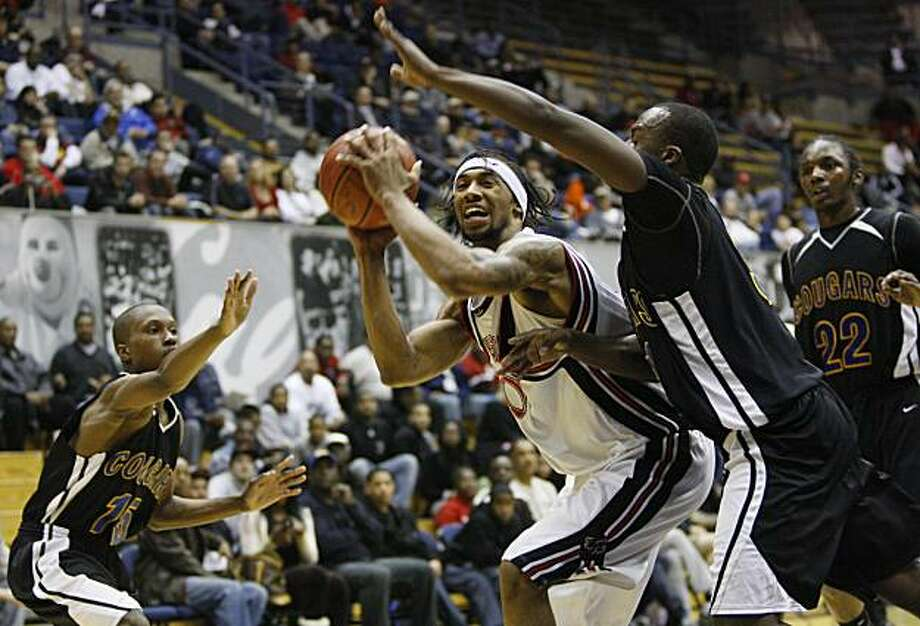 Salesian's Desmond Simmons (center)  tries to get a shot off in the second half during the Salesian Pride vs. Newark Cougars game at Haas Pavilion in Berkeley, Calif. on Monday, January 18, 2010. Final Score: Salesian 47 vs. Newark 37. Photo: Lea Suzuki, The Chronicle