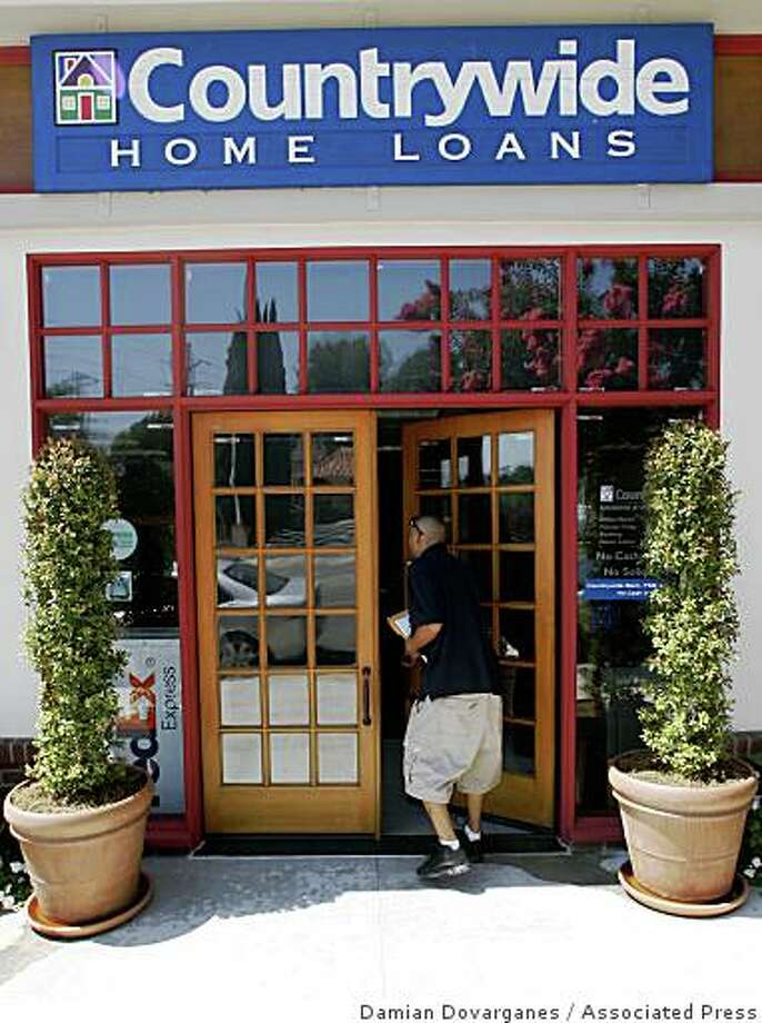 A Countrywide Bank Home Loans branch is seen in La Canada Flintridge, Calif. on Thursday, July 24, 2008. A federal grand jury is investigating mortgage lenders Countrywide Financial Corp., New Century Financial Corp. and the failed IndyMac Bancorp Inc. Photo: Damian Dovarganes, Associated Press