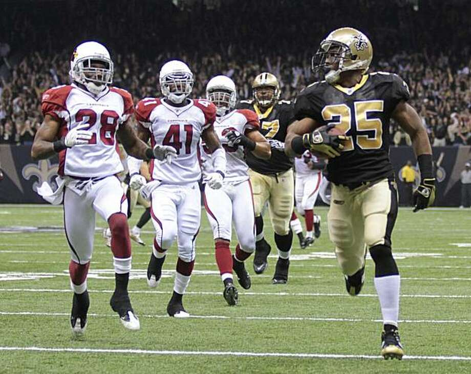 New Orleans Saints running back Reggie Bush (25) looks back at Arizona Cardinals defenders as he scores a 46-yard touchdown during the first quarter of an NFL football divisional playoff game in New Orleans, Saturday, Jan. 16, 2010. Photo: Dave Martin, AP