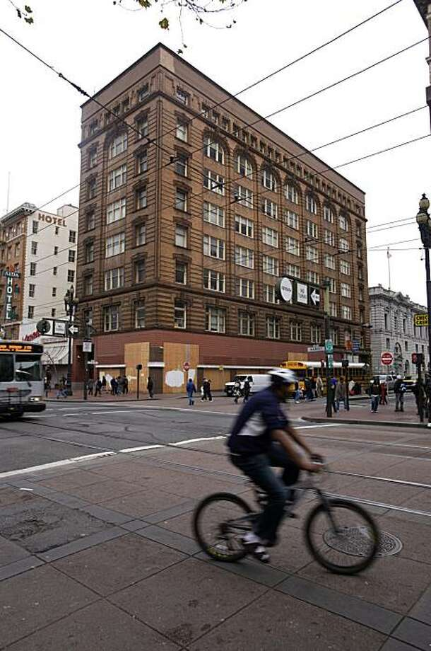 The Grant Building at 7th and Market Streets in San Francisco, Calif. is seen on Friday, Jan. 15, 2010.  The building is the subject of a city anti-blight campaign.  While historically it housed office tenants, the current developer wants to remake it into a youth hostel, restaurant and bar. Photo: Adam Lau, The Chronicle