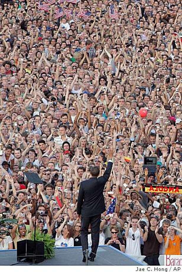 Democratic presidential candidate Sen. Barack Obama, D-Ill., waves as he arrives at the Victory Column in Berlin, Thursday, July 24, 2008. (AP Photo/Jae C. Hong) Photo: Jae C. Hong, AP