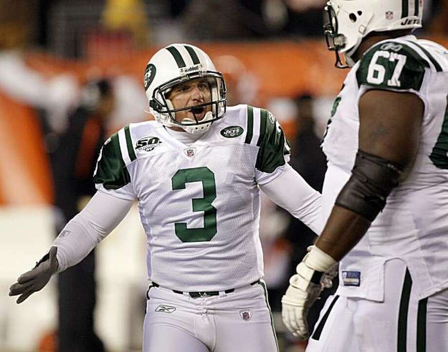 New York Jets kicker Jay Feely (3) celebrates with New York Jets tackle Damien Woody (67) after Feely kicked a field goal against the Cincinnati Bengals in the second half of an NFL wild-card playoff football game, Saturday, Jan. 9, 2010, in Cincinnati. New York won 24-14. Photo: Ed Reinke, AP