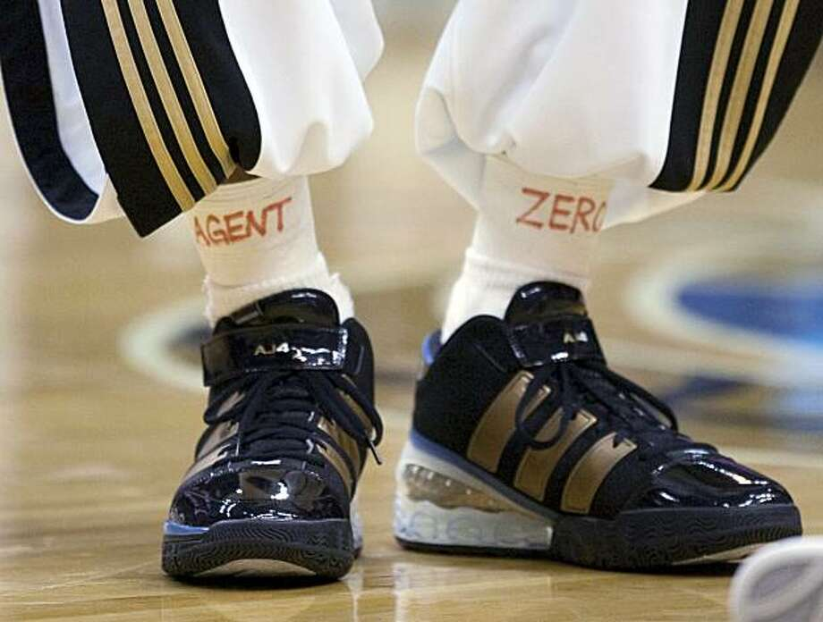 "Washington Wizards guard DeShawn Stevenson supports teammate Gilbert Arenas by putting ""Agent Zero"" on his ankle tape before an NBA basketball game against the New Orleans Hornets on Sunday, Jan. 10, 2010, in Washington. Photo: Evan Vucci, AP"