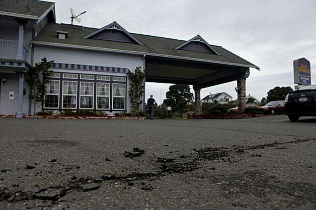 Saturday's 6.5 earthquake cracked the parking lot of the Best Western Bayshore Inn in Eureka. Photo: Lacy Atkins, The Chronicle