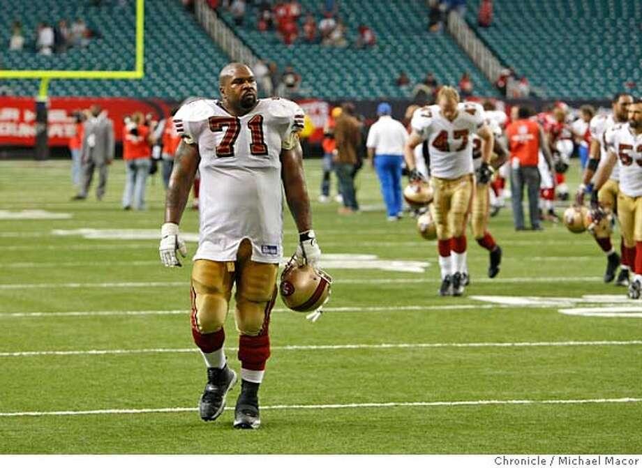 49ers05 961 mac.jpg San Francisco 49ers Larry Allen (71) leaves the field  as San 1beec7f32