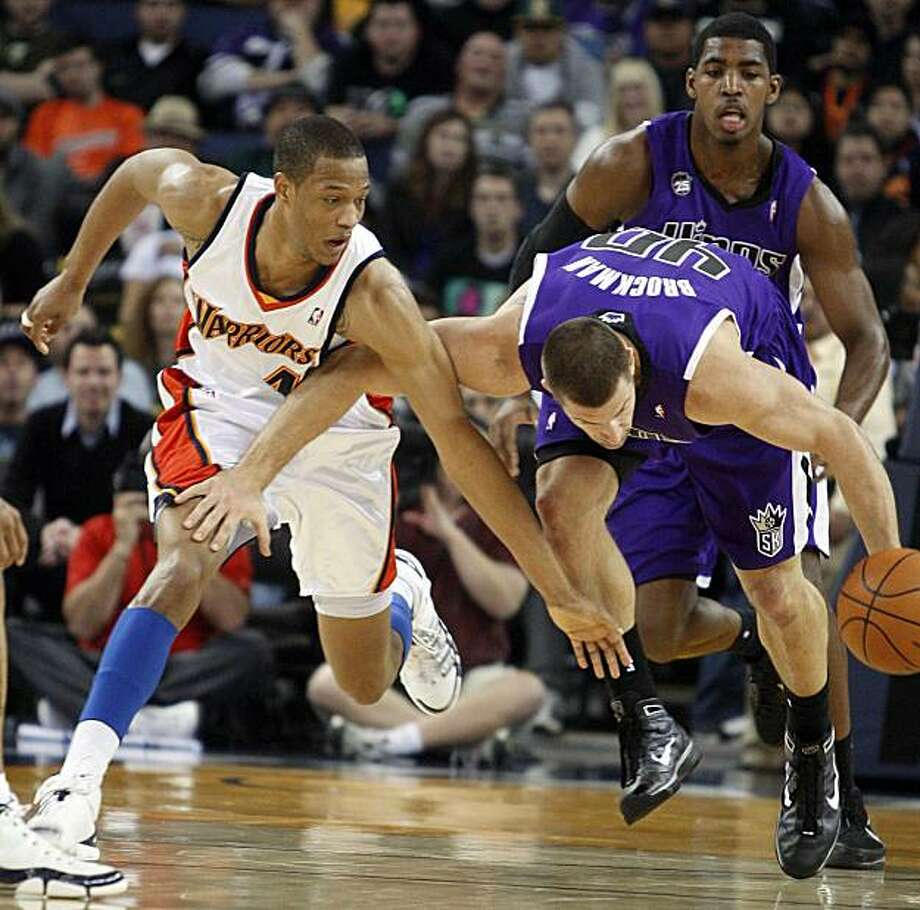 The Sacramento Kings' Jon Brockman, right, and the Golden State Warriors' Anthony Randolph, left, battle for the ball Friday in Oakland. Photo: Ben Margot, AP