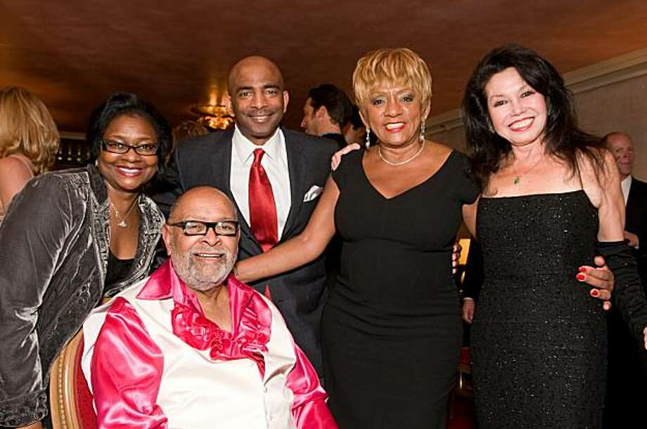 "cq'd: Leona Bridges, Rev. Cecil Williams, Steve Bowdry, Brenda Wright and Janice Mirikitani gather at Glide's annual holiday festival ""From the 'Hood to the House"" on Nov. 12 at the War Memorial Opera House in San Francisco. The evening featured music, poetry and dance in honor of Rev. Cecil Williams' 45 years at Glide.  Leona Bridges, Rev. Cecil Williams, Steve Bowdry, Brenda Wright, Janice Mirikitani 11/12/2009 Photo: Courtesy, Alain McLaughlin"