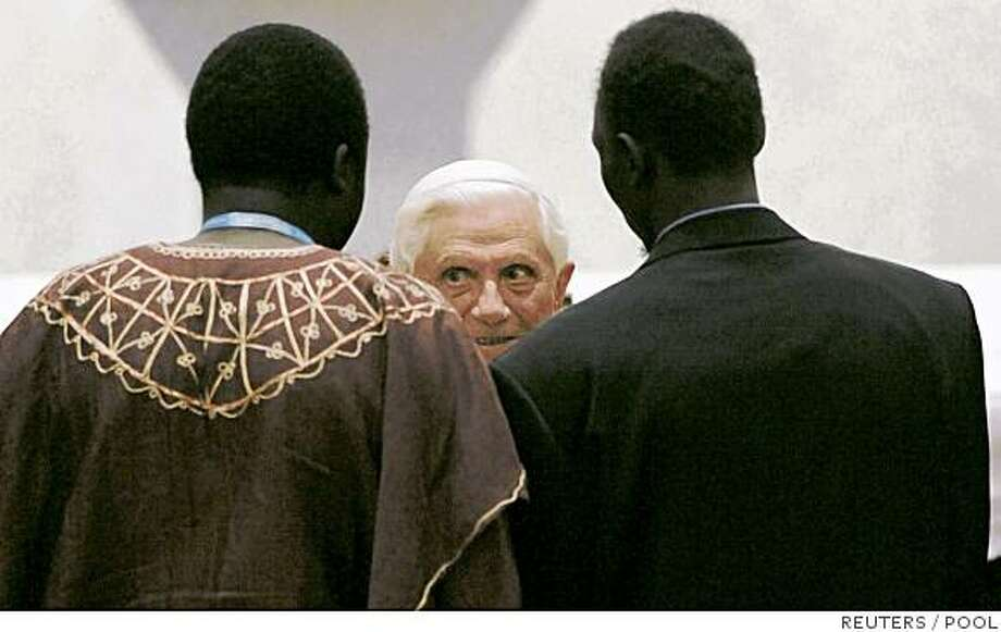 Pope Benedict XVI meets young disadvantaged people at an event during World Youth Day (WYD) festivities in Sydney July 18, 2008.  REUTERS/William West/Pool (AUSTRALIA) Photo: POOL, REUTERS