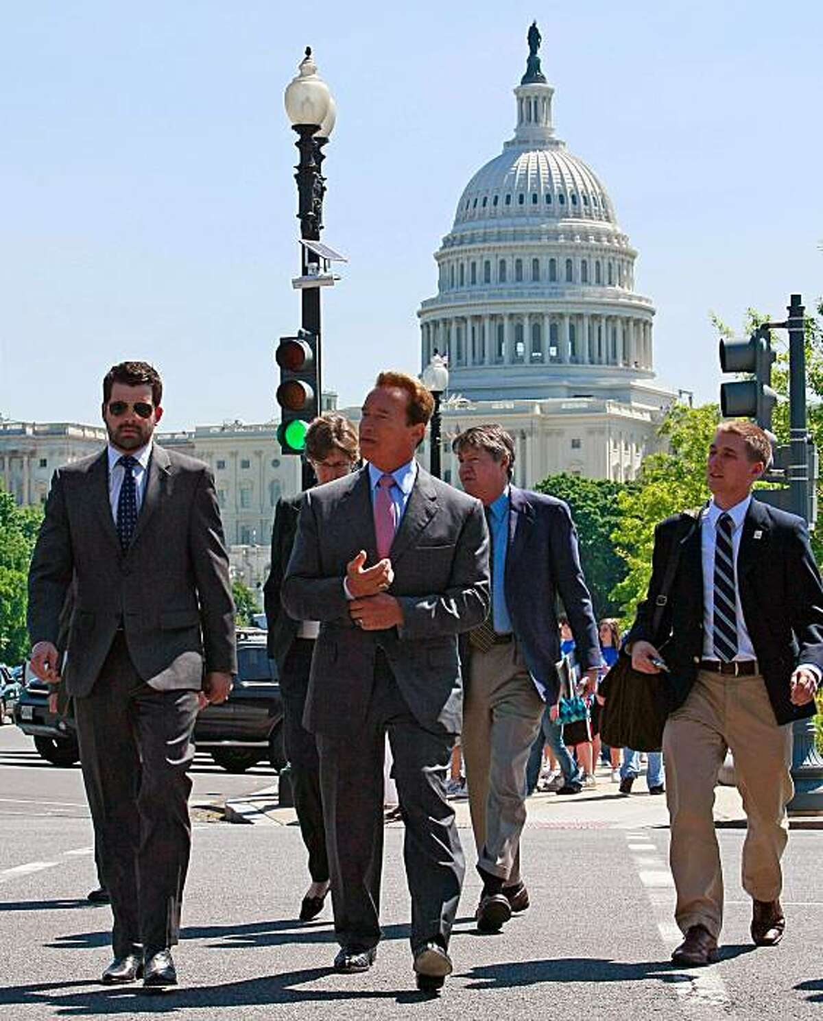 WASHINGTON - MAY 20: California Gov. Arnold Schwarzenegger (2R) walks with his entourage after meeting with Health and Human Services Secretary Kathleen Sebelius near the US Capitol on May 20, 2009 in Washington, DC. Governor Schwarzenegger talked about California's budget cuts and said he will ask President Obama for flexibility in the cuts that California needs to make. (Photo by Mark Wilson/Getty Images)