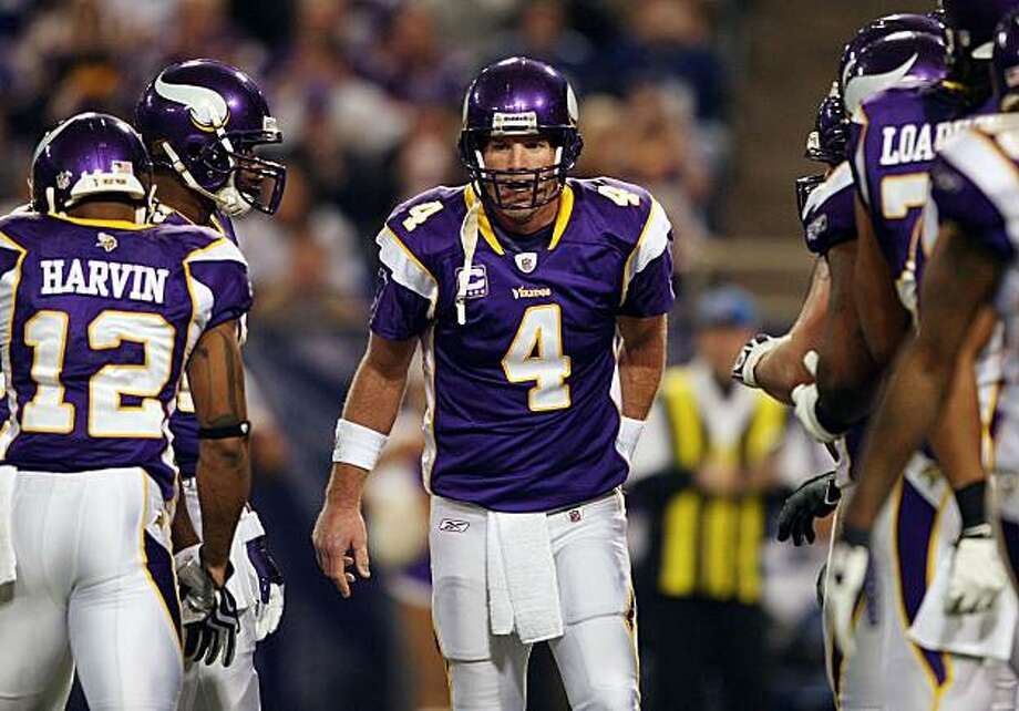 MINNEAPOLIS - JANUARY 03:  Brett Favre #4 of the Minnesota Vikings calls out the play in the huddle in the second quarter against the New York Giants on January 3, 2010 at Hubert H. Humphrey Metrodome in Minneapolis, Minnesota. The Vikings defeated the Giants 44-7.  (Photo by Elsa/Getty Images) Photo: Elsa, Getty Images