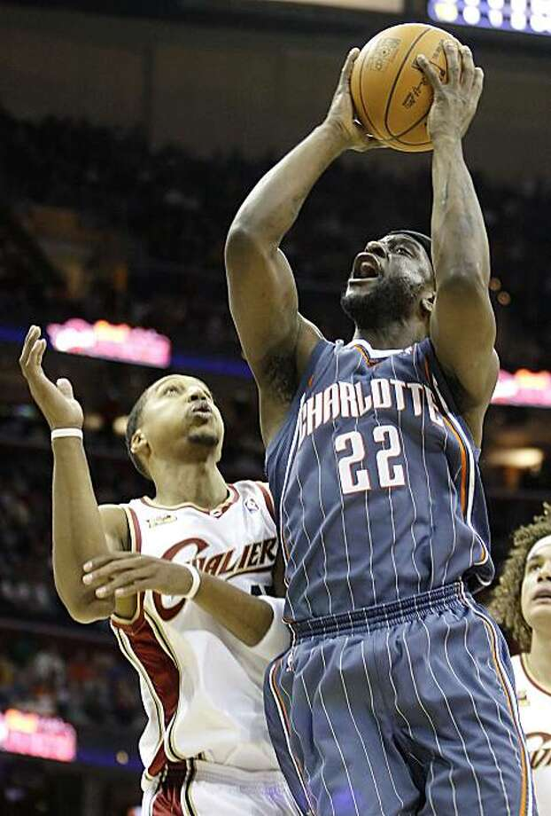 Charlotte Bobcats' Ronald Murray puts up a shot against Cleveland Cavaliers' Jamario Moon during the second quarter in a NBA basketball game Sunday, Jan. 3, 2010, in Cleveland. The Bobcats won 91-88. (AP Photo/Ron Schwane) Photo: Ron Schwane, AP