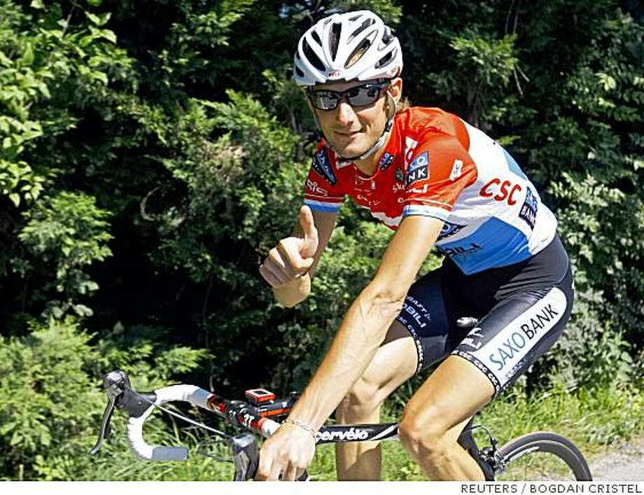Team CSC Saxo Bank Franck Schleck of Luxembourg gives a thumbs up as he cycles during the first rest day of the 95th Tour de France cycling race in Pau, July 15, 2008.    REUTERS/Bogdan Cristel  (FRANCE) Photo: BOGDAN CRISTEL, REUTERS