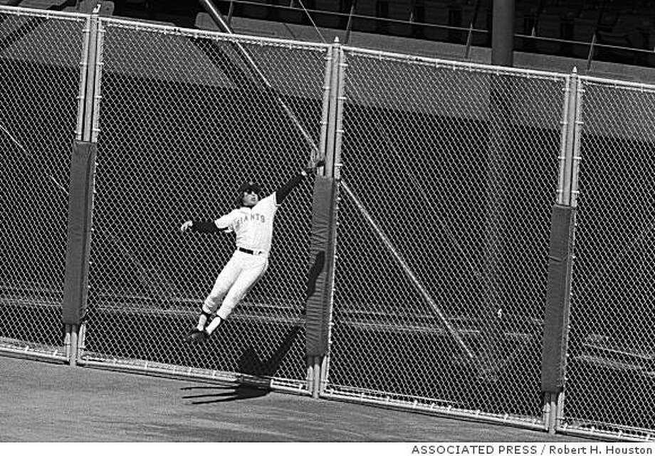 Bobby Murcer, San Francisco Giants, makes game saving catch on blow by Philadelphia Phillies Larry Bowa in Saturday game, August 30, 1979. Murcer made the catch for the last out of the game as Philadelphia had two men on base at the time. Final score was San Francisco 4 Philadephia 1. (AP Photo/Robert H. Houston) Photo: Robert H. Houston, ASSOCIATED PRESS