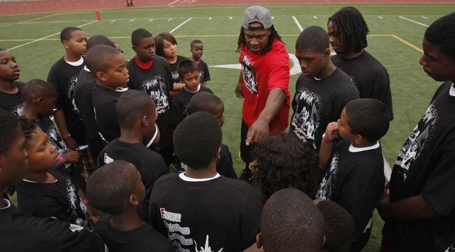 Marshawn Lynch, the Buffalo Bills star running back who played with Oakland Tech and UC Berkeley, was at Oakland Tech for a kids football camp on Saturday, July 12, 2008 in Oakland, Calif.  Photo by Kurt Rogers / The Chronicle. Photo: Kurt Rogers, The Chronicle