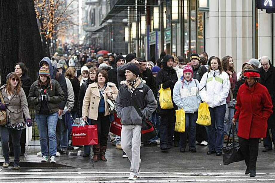 FILE - In this Dec. 19, 2009 file photo, shoppers jam Michigan Ave., as they rush to find last minute deals in Chicago. A monthly survey said Tuesday, Dec. 29, 2009, consumers' confidence in the economy rose again in December. (AP Photo/Jim Prisching. file) Photo: Jim Prisching, AP