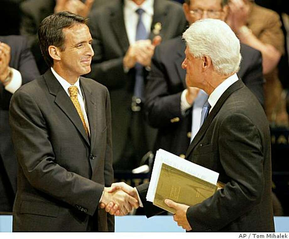 Republican Minnesota Gov. Tim Pawlenty shakes hands with former President Bill Clinton after Clinton spoke at the National Governors' Association centennial meeting, Saturday, July, 12, 2008, in Philadelphia.  (AP Photo/Tom Mihalek) Photo: Tom Mihalek, AP