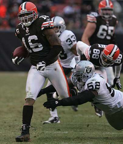 Cleveland Browns wildcat runner Josh Cribbs gets tripped up by the Oakland Raiders' Kirk Morrison during third-quarter action. The Browns defeated the Raiders, 23-9, at Cleveland Browns Stadium in Cleveland, Ohio, Sunday, December 27, 2009. (Phil Masturzo/Akron Beacon Journal/MCT) Photo: Phil Masturzo, MCT