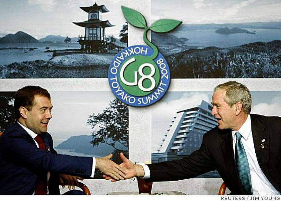 U.S. President George W. Bush (R) meets with Russian President Dmitriy Medvedev at the Group of Eight (G8) Hokkaido Toyako Summit at The Windsor Hotel Toya Resort and Spa in Toyako, July 7, 2008.   REUTERS/Jim Young     (JAPAN) Photo: JIM YOUNG, REUTERS