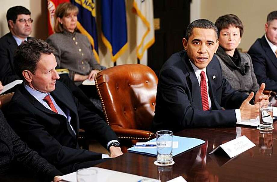 President Barack Obama, flanked by Timothy Geithner, Secretary of the Treasury and Valerie Jarrett, senior advisor and assistant to the president, attends a meeting with CEOs of several small and community banks in the Roosevelt Room at the White House, in Washington, DC, on December 22, 2009. (Olivier Douliery/Abaca Press/MCT) Photo: Olivier Douliery, MCT