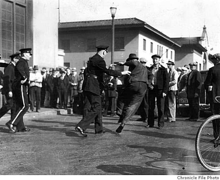 WATERFRONT 4/1934 - Waterfront Strike about 1934. Labor Longshoremen, SF Waterfront Strike. Photo: Chronicle File Photo