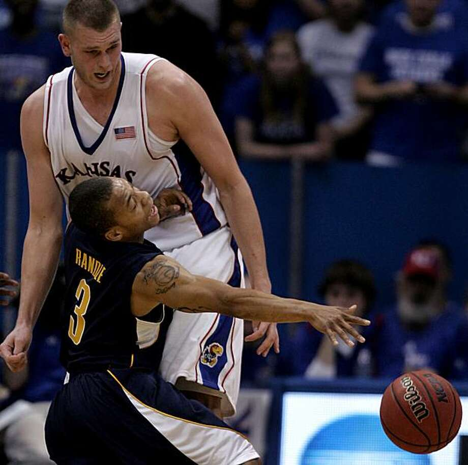 California guard Jerome Randle drew a foul on Kansas's Cole Aldrich as Randle drove to the basket during the opening half on Tuesday, December 22, 2009, at Allen Fieldhouse in Lawrence, Kansas. (Rich Sugg/Kansas City Star/MCT) Photo: Rich Sugg, MCT