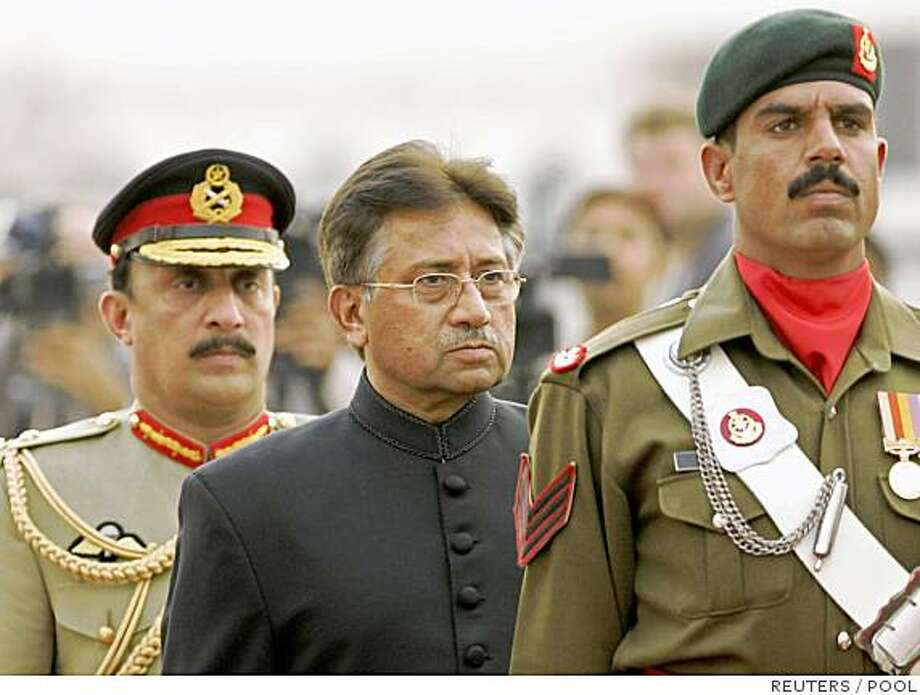 Pakistan's President Pervez Musharraf (C) inspects the guard of honour after he was sworn in at the President House in Islamabad, November 29, 2007. Musharraf was sworn in a day after quitting as chief of the army, which brought him to power in a military coup in 1999.REUTERS/B.K. Bangash/Pool (PAKISTAN) Photo: POOL, REUTERS