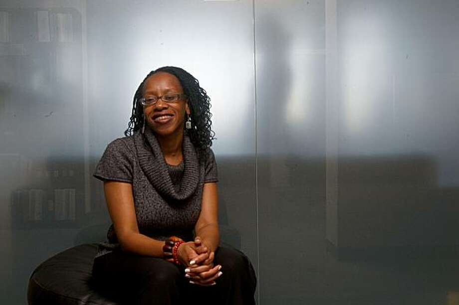 Lateefah Simon, 32, is the executive director of the Lawyers' Committee for Civil Rights, and is in her office in San Francisco , Calif., on Tuesday, October 20, 2009.  She was recently named to the Power List by Oprah Magazine. Photo: Liz Hafalia, The Chronicle