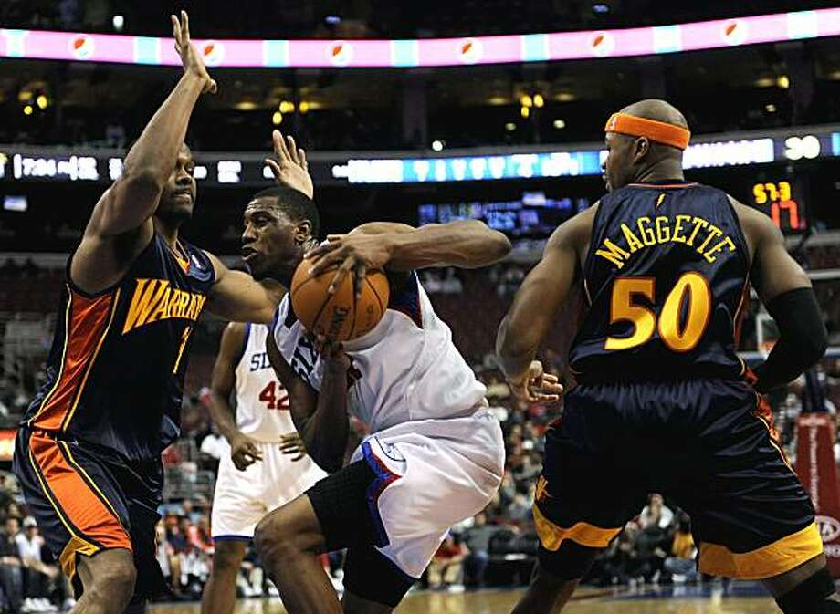 Philadelphia 76ers forward Thaddeus Young, center, drives past Golden State Warriors forward Chris Hunter and forward Corey Maggette in the first half Mondayin Philadelphia. Photo: Michael Perez, AP