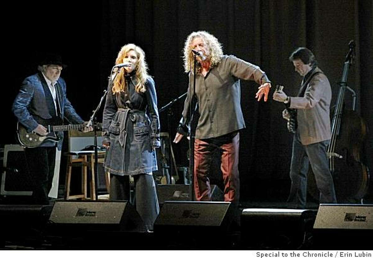 Alison Krauss, left, and Robert Plant, right, perform at the Greek Theater in Berkeley, Calif. Friday night, June 27, 2008. Photo by Erin Lubin / Special to the Chronicle