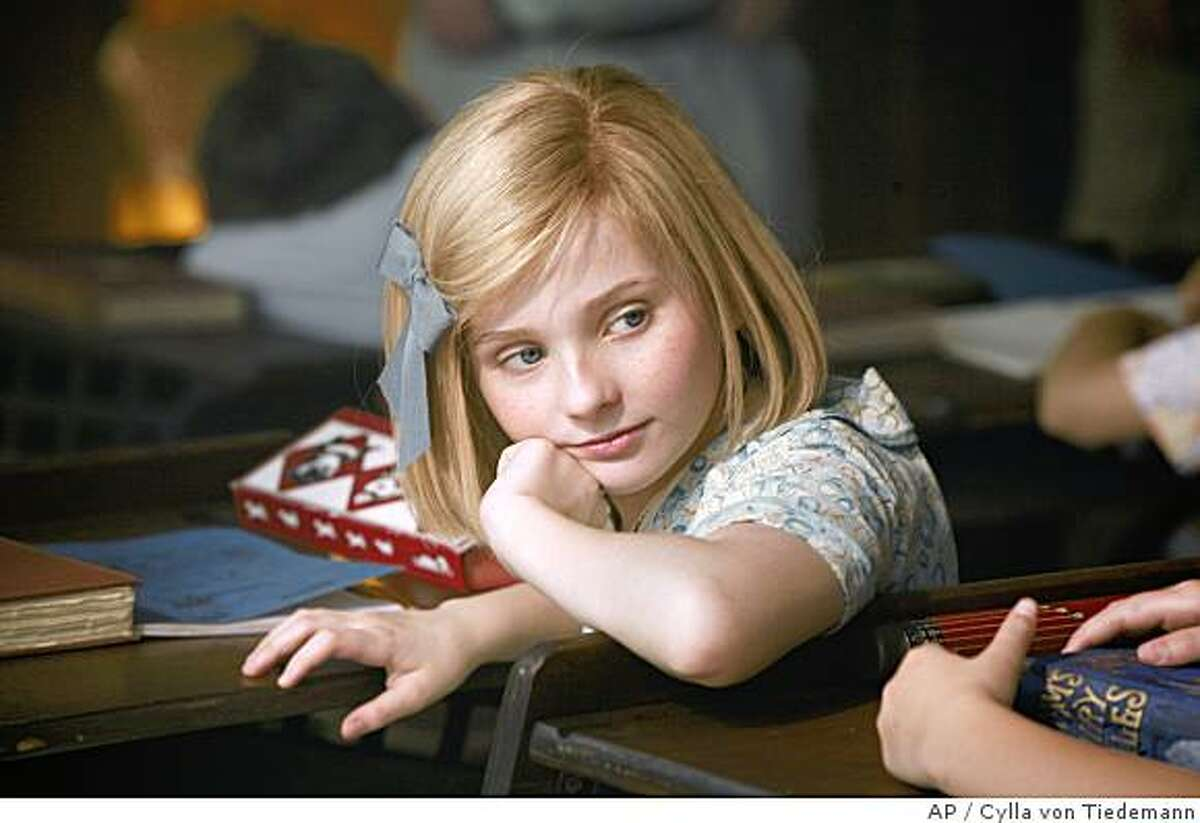 """In this image released by Picturehouse Films, Abigail Breslin is shown in a scene from """"Kit Kittredge: An American Girl."""" (AP Photo/HBO Films & Picturehouse, Cylla von Tiedemann) ** NO SALES **"""