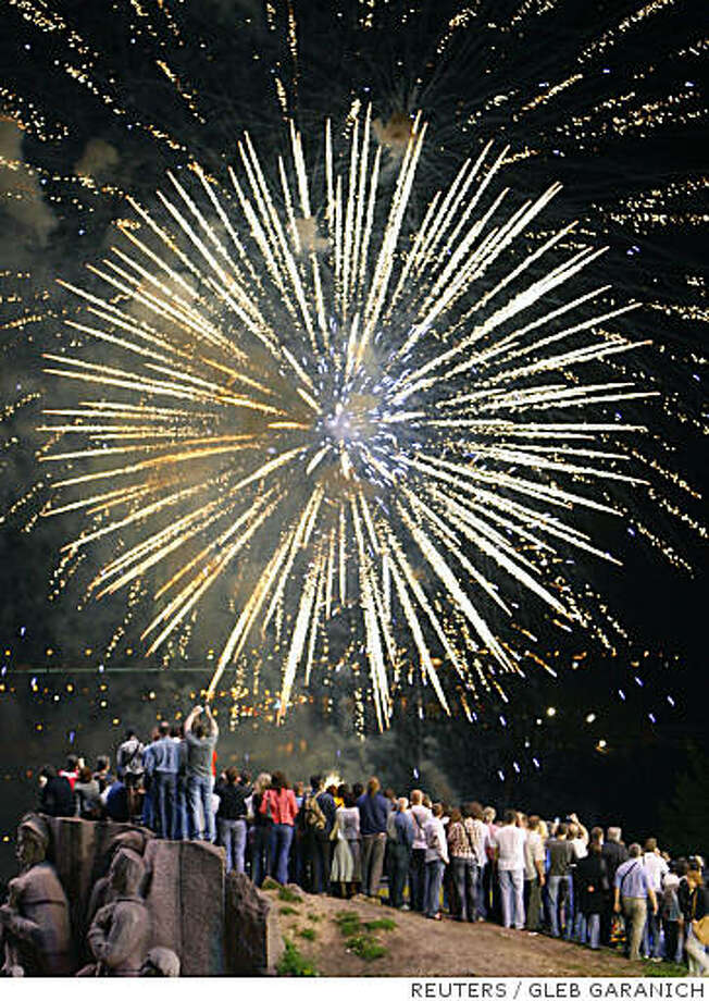 People watch a fireworks show in Kiev June 20, 2008.  REUTERS/Gleb Garanich  (UKRAINE) Photo: Gleb Gararanich, Reuters
