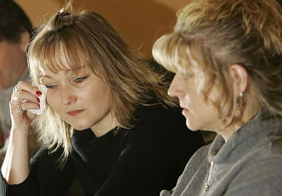 FILE - In this Jan. 8, 2007 file photo, Sharon King, left, wipes a tear as Debi Heiss recounts the murder of her sister Tami Engstrom in Warren, Ohio. Condemned Ohio killer Kenneth Biros could become the first person in the country put to death with one dose of an intravenous anesthetic if his execution proceeds Tuesday. The execution method, which replaces the faster-acting three-drug process could propel other states to eventually consider the switch. Biros was convicted of killing Tami Engstrom in February 1991. (AP Photo/Tony Dejak, File) Photo: Tony Dejak, AP