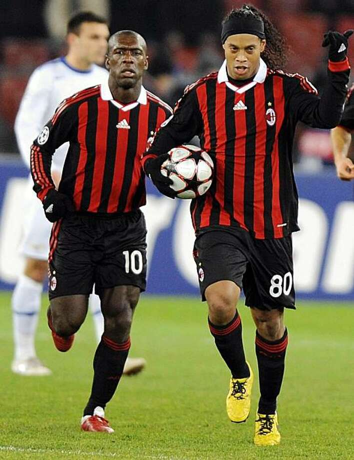 Milan's Ronaldinho, right, celebrates next to teammate Clarence Seedorf, left, after scoring a penalty kick during the UEFA Champions League Group C soccer match between Switzerland's FC Zurich and Italy's AC Milan at the Letzigrund stadium in Zurich, Switzerland, Tuesday, Dec. 8, 2009. (AP Photo/Keystone, Walter Bieri) Photo: Walter Bieri, AP