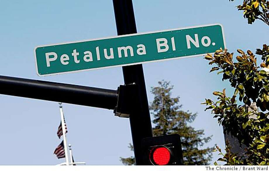 Downtown Petaluma streetdate area combines Petaluma Blvd. North and South. Petaluma Boulevard in downtown Petaluma where thoughtfully preserved Victorian and early 20th century buildings make the town ambience so special many day trippers never want to leave Wednesday, June 18, 2008.  By Brant Ward / The Chronicle Photo: Brant Ward, The Chronicle