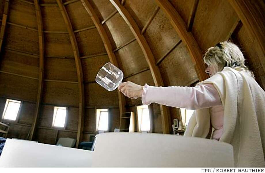 Joanne Karl hoists a vibrating crystal glass, directing waves of sound over a group inside the Integratron. She and her two sisters own the 38-foot-tall dome, which was originally designed for possible time travel. Illustrates DOME (category a) by Scott Gold (c) 2008, Los Angeles Times. Moved Wednesday, June 25, 2008. (MUST CREDIT: Los Angeles Times photo by Robert Gauthier.) Photo: ROBERT GAUTHIER, TPN