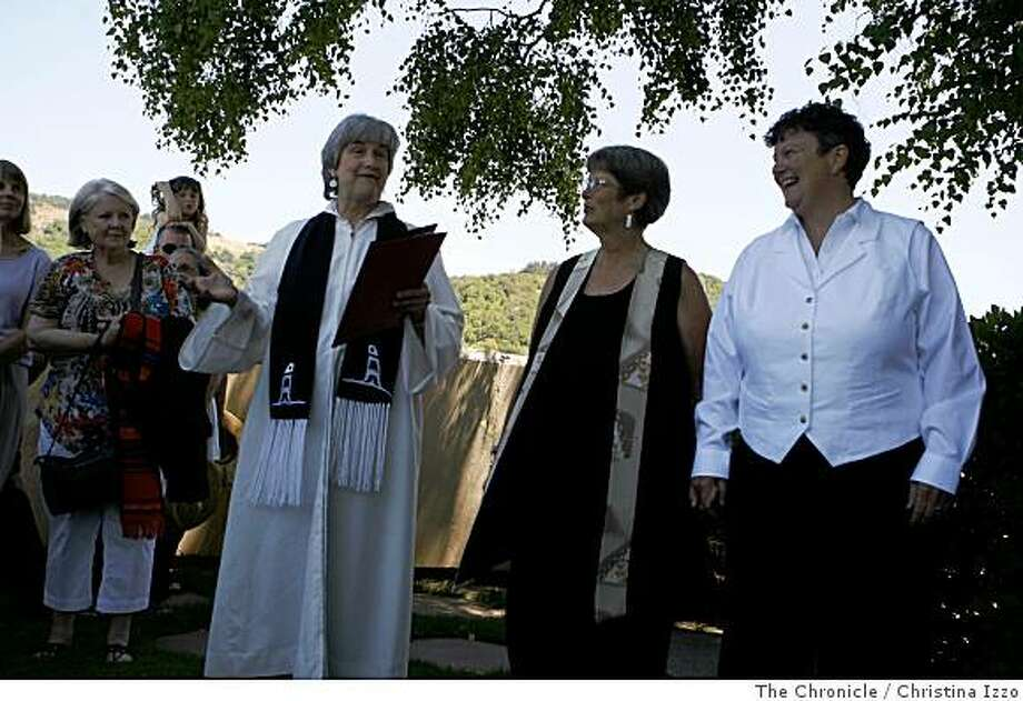 Rev. Jane Spahr, second from left, presides over the marriage of Sherrie Holmes, third from left, and Sara Taylor. Rev. Jane Spahr, a presbyterian who has been unsuccessfully charged in church courts for presiding over marriages, presided over the marriage of her attorney who represented her in her church trials on Friday, June 20, 2008, San Rafael, Calif. Photo By Christina Izzo/ The Chronicle Photo: Christina Izzo, The Chronicle