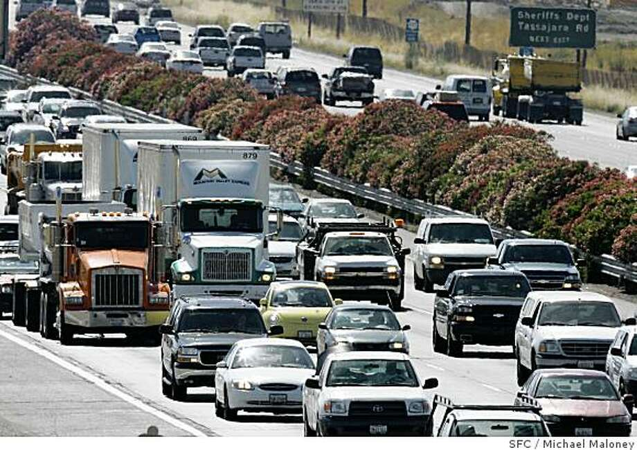 Eastbound I-580 afternoon commute traffic crawls to a near stop just west of Livermore, CA on Monday, June 18, 2007. The Metropolitan Transportation Commission's annual survey of the region's 10 toughest spots uncovered no surprises for bay area commuters. The afternoon commute on eastbound Interstate 580 through the Tri-Valley claimed the list's No. 2 spot. Westbound I-80 from Hercules to the metering lights at the Bay Bridge toll plaza was the worst commute. Photo by Michael Maloney / San Francisco Chronicle Photo: Michael Maloney, SFC