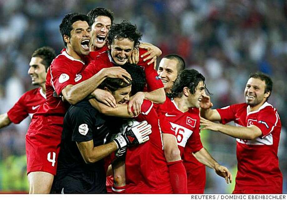Turkey's players celebrate after their Euro 2008 quarter-final soccer match penalty shoot-out victory over Croatia at the Ernst Happel Stadium in Vienna, June 20, 2008.     REUTERS/Dominic Ebenbichler (AUSTRIA)    MOBILE OUT. EDITORIAL USE ONLY Photo: DOMINIC EBENBICHLER, REUTERS