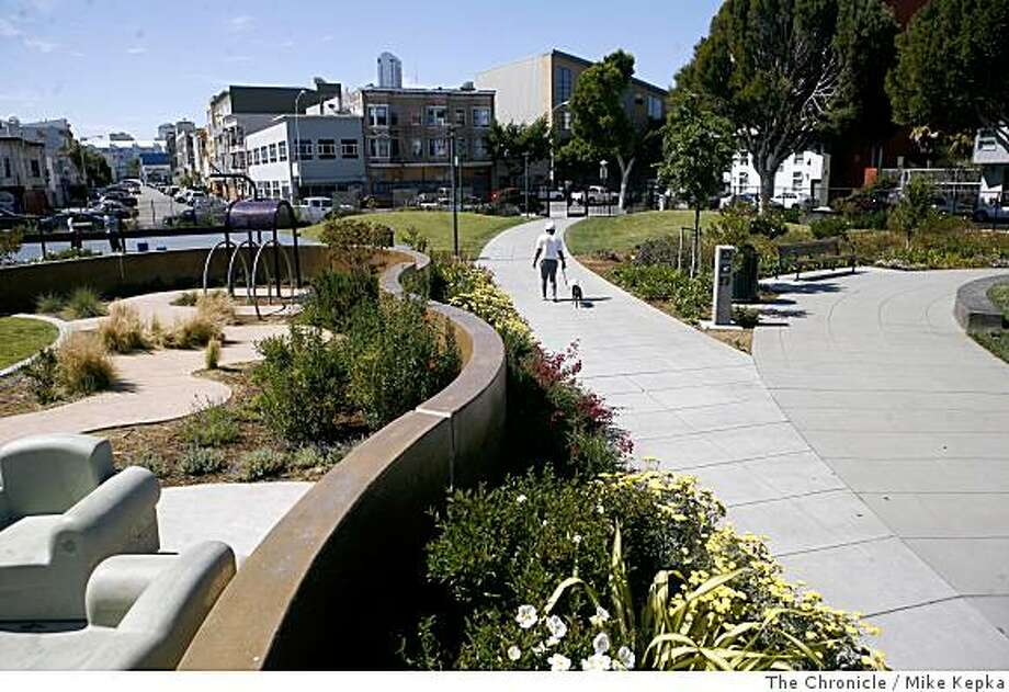 Amanda Edwards walks her dog Pipi through Victoria Manolo Daves Park at 6th and Folsom Streets on Friday June 20, 2008 in San Francisco, Calif. Victoria Manolo Daves Park is an example of how urban design can re-define the surrounding neighborhood.Photo by Mike Kepka / The Chronicle Photo: Mike Kepka, The Chronicle