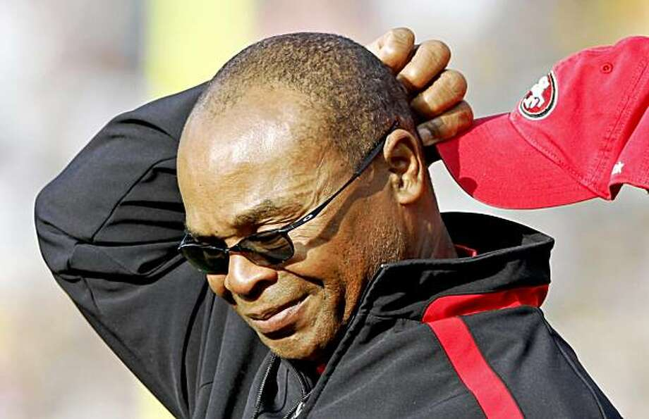 San Francisco 49ers head coach Mike Singletary reacts during the first half of an NFL football game against the Green Bay Packers, Sunday, Nov. 22, 2009, in Green Bay, Wis. (AP Photo/Jim Prisching) Photo: Jim Prisching, AP